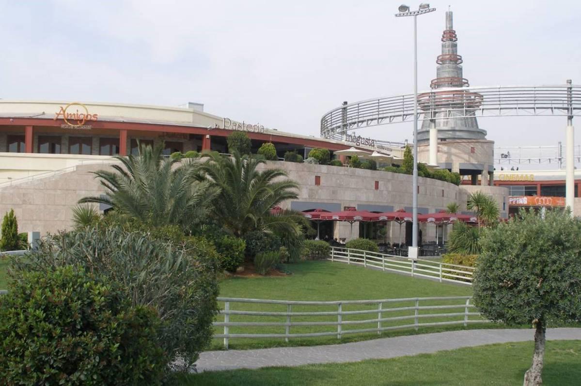 Village Entertainment Park, Renti